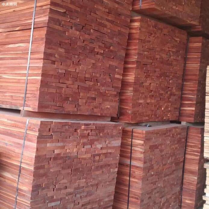香椿木板材是一等木材的原因香椿木板材价格贵还是香椿木烘干板价格贵?