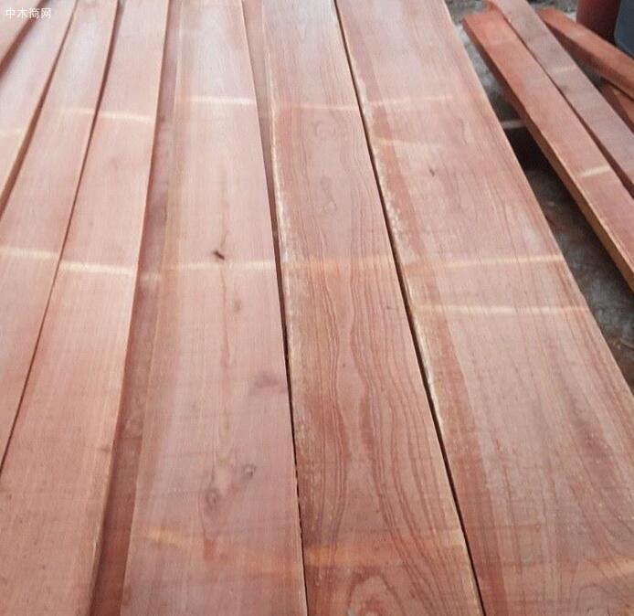 香椿木烘干板的用途香椿木板材价格贵还是香椿木烘干板价格贵?