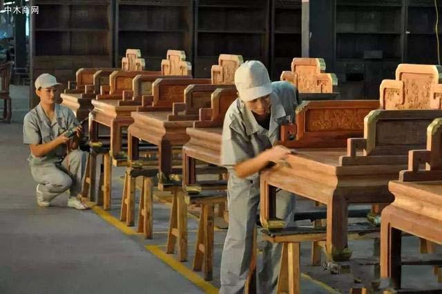 那么问题来了如何辨别红木家具中有无白皮呢