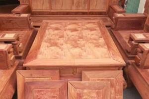 缅甸花梨木红木家具是原色好还是上漆好?