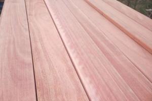 供应大量进口梢木板材,梢木防腐木板材最佳出材率