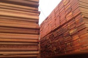 进口高档印尼菠萝格防腐木板材生产厂家