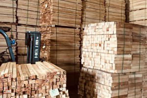 海南橡胶木方条家具木板材橡胶木木方楼梯立柱料防腐烘干木条