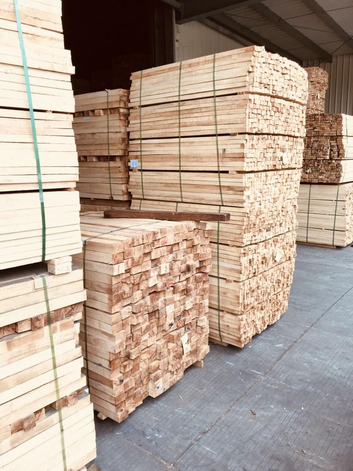 海南橡胶木方条,家具木板材,橡胶木木方,楼梯立柱料,防腐烘干木条