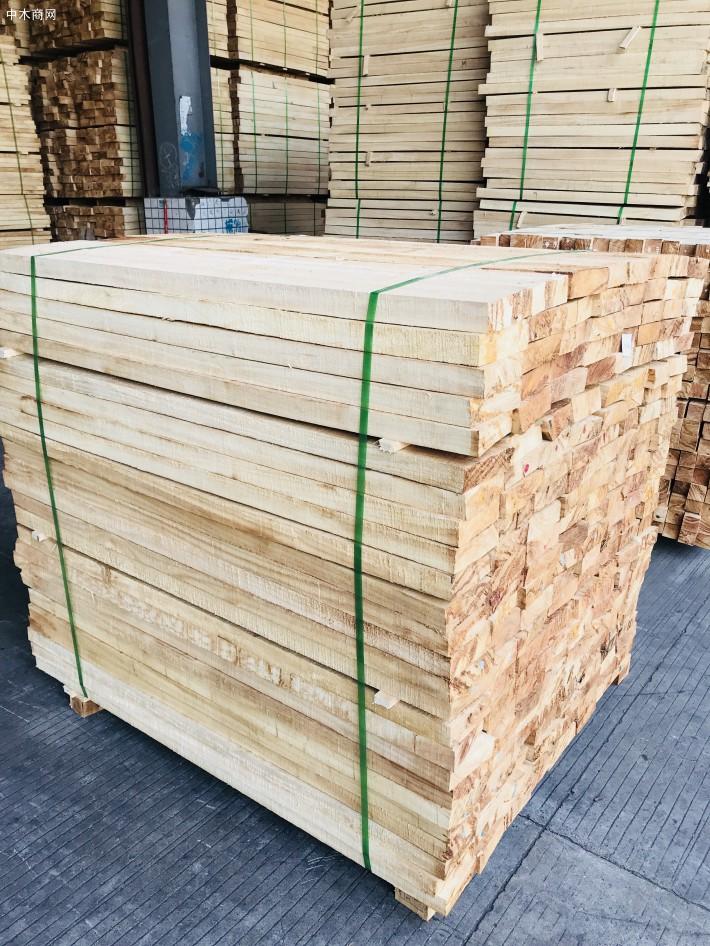 海南橡胶木方条,家具木板材,橡胶木木方,楼梯立柱料,防腐烘干木条厂家