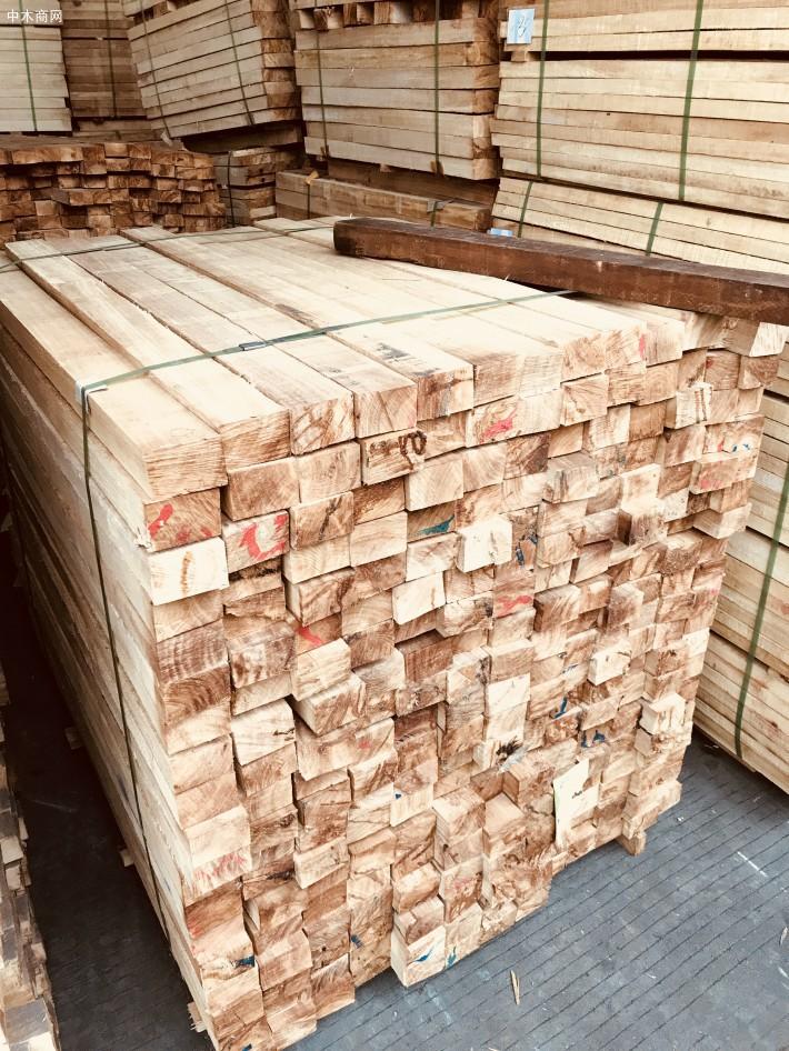 海南橡胶木方条,家具木板材,橡胶木木方,楼梯立柱料,防腐烘干木条价格