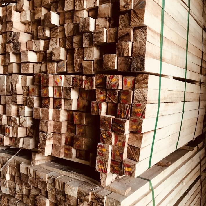 海南橡胶木方条,家具木板材,橡胶木木方,楼梯立柱料,防腐烘干木条批发