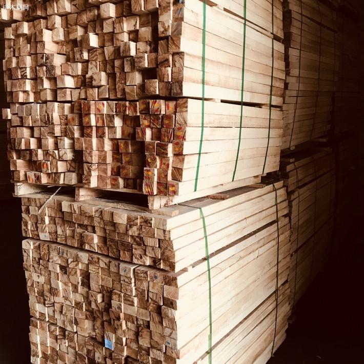 海南橡胶木方条,家具木板材,橡胶木木方,楼梯立柱料,防腐烘干木条供应