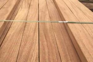 山樟木和菠萝格防腐木哪个好?防腐木种类澳洲血檀贾拉木板材