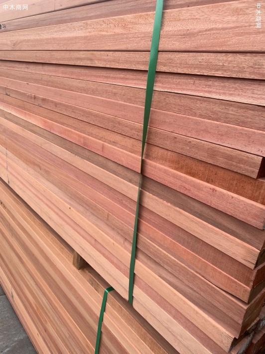 柳桉木防腐木板材锯板厂供应