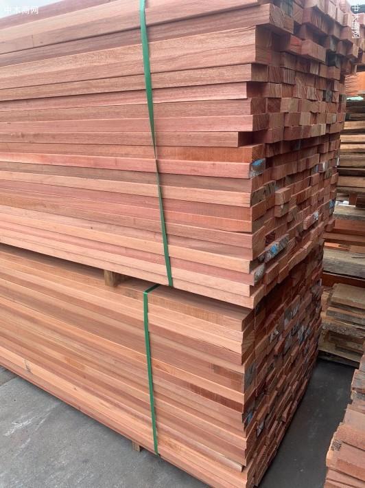 柳桉木防腐木板材锯板厂供应图片