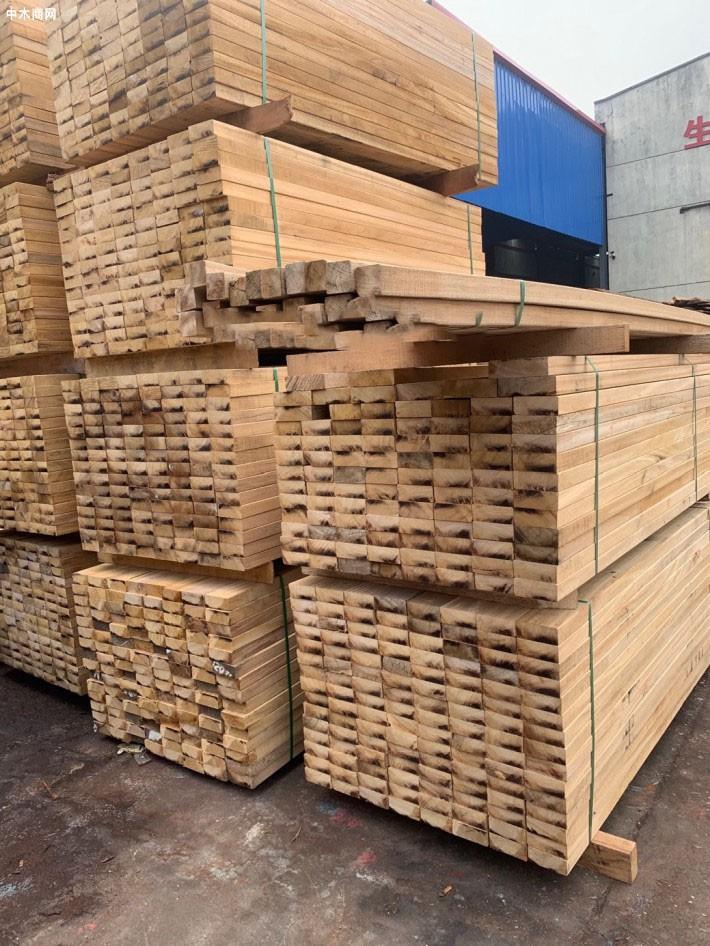 张家港闽南木业菠萝格防腐木板材高清图片厂家