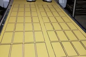板材厂家宣传的样品板材雕刻封边激光打标机高清图片