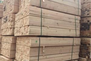 江西新建区一木材厂突发大火