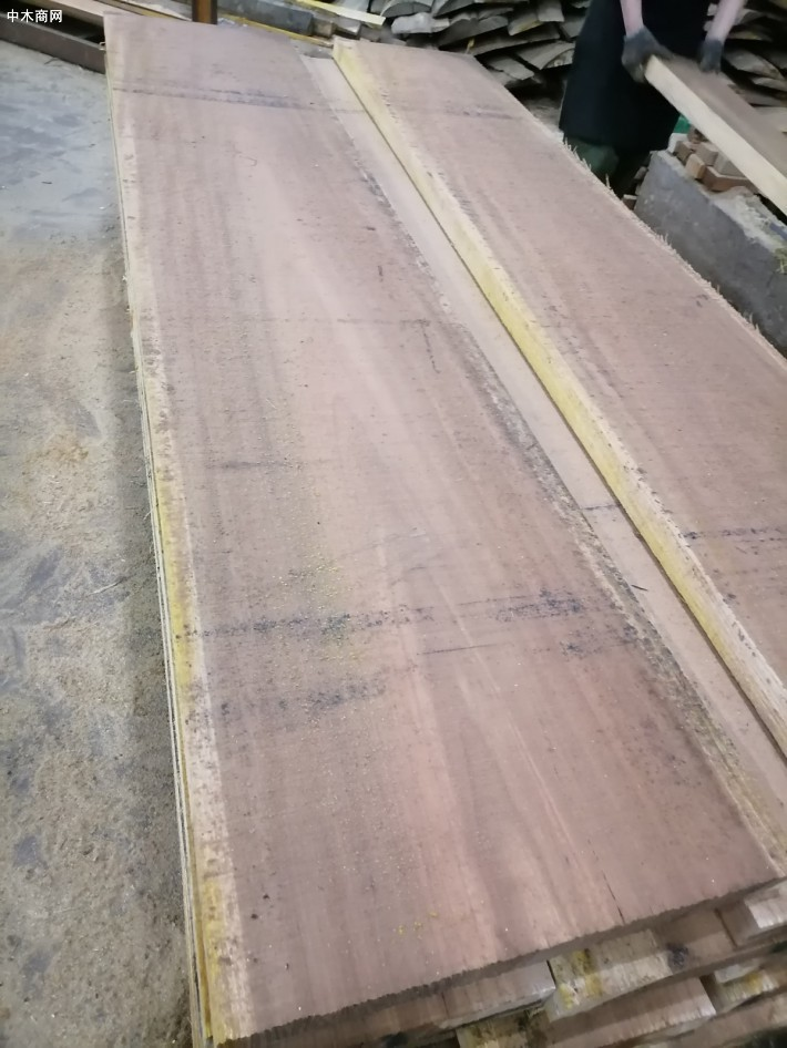 长期供应红黄榄仁烘干板材,定制实木木托盘料图片