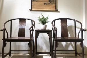 大红酸枝圈椅三件套多少钱