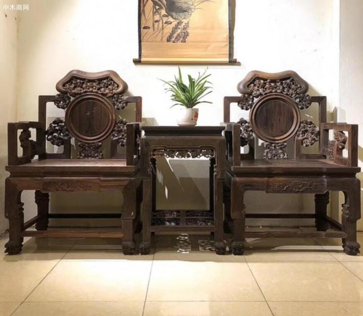 老挝大红酸枝椅子木头黑红料算是红酸枝中的顶级料了