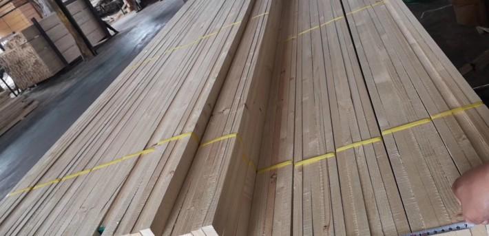 木材加工厂加工进口辐射松,白松,铁杉,花旗松工地口料图片