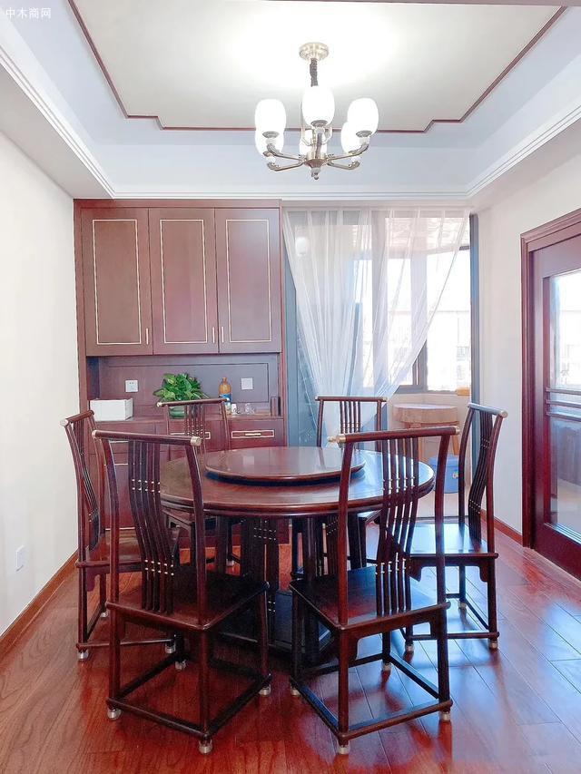 红木家具圆餐桌价格,一桌六椅需要多少钱一套品牌