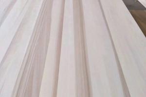 定制衣柜用杨木板材好,还是桐木板好?