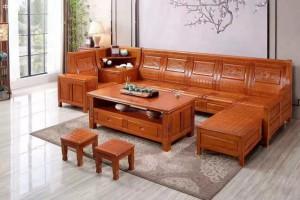 家里装修用实木沙发好还是真皮沙发比较好?