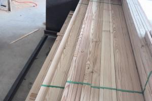 绥芬河大量生产樟子松板材,落叶松板材