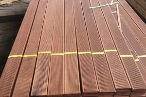 丞基木业长期提供柳桉木板材,防腐木,碳化木,木方圆柱等加工