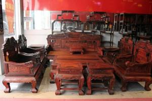 莆田仙游县榜头镇溪东村一楼房大火,上百万红木家具被烧毁