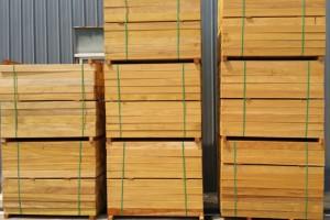 上海杭港木业南美柚木板材高清图片