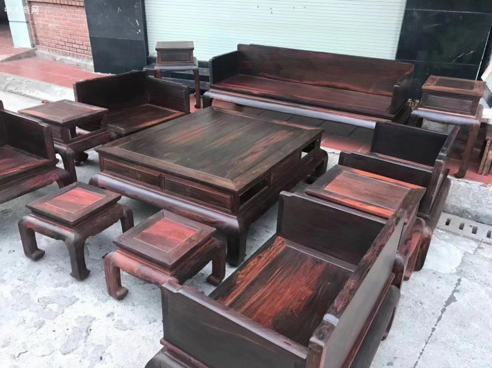 怎样保养大红酸枝家具沙发