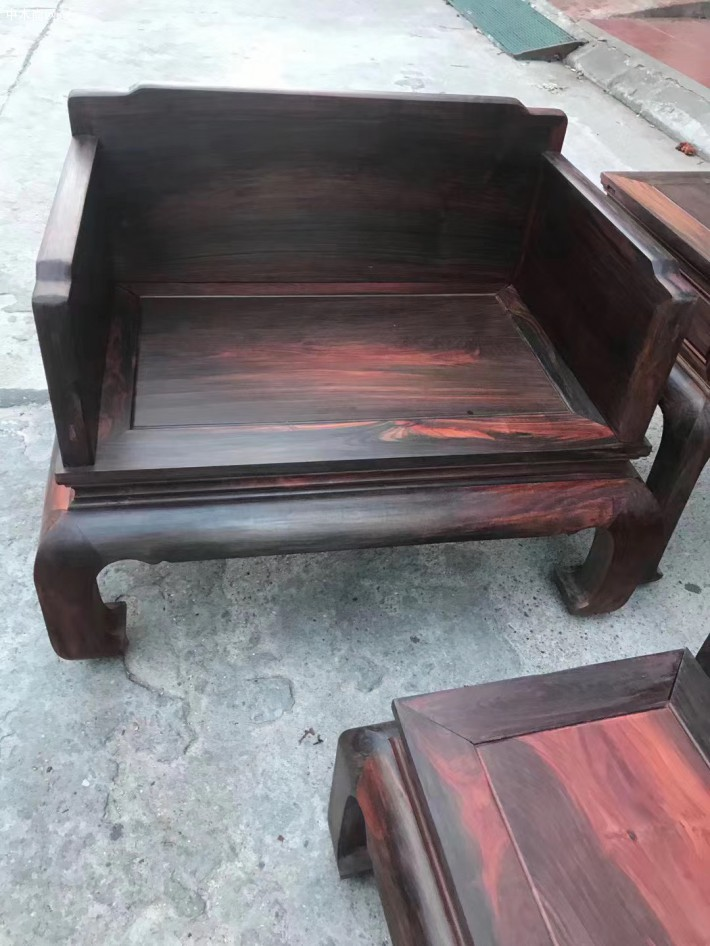 怎样保养大红酸枝家具沙发批发