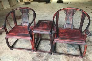 老挝大红酸枝黑料圈椅皇宫三件套价格?