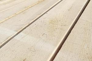 东北杨木板材的优缺点吗及东北烘干杨木板材价格多少钱一方?