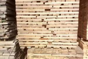 绥芬河口岸俄罗斯柞木实木板材价格多少钱一方_2020年9月29日