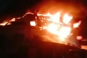 广东佛山顺德乐从水藤木业材料装饰市场发生火灾