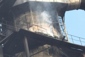 四川绵阳三台县一木材加工厂起火,现场9人受伤
