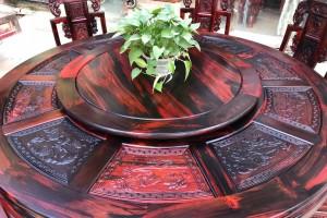 使用老挝大红酸枝象头餐桌的好处在哪里?