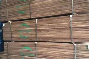 天津进口美国黑胡桃木板材高清视频