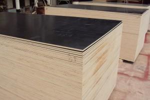 清水模板是什么材质及与普通木模板有何区别?