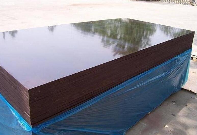 清水模板是什么材质及与普通木模板有何区别