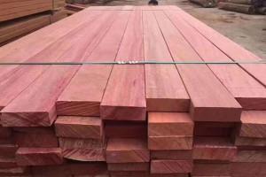 印尼红巴劳木防腐木板材高清图片