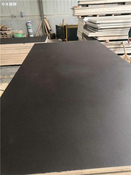 明拓木业21mm酚醛树脂胶防滑车辆板桦木芯厂家直销价格