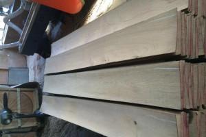淞涛木业柞木,桦木,水曲柳自然宽地板料木皮高清图片