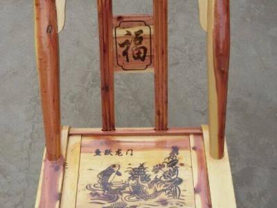 定制红心柏木椅子