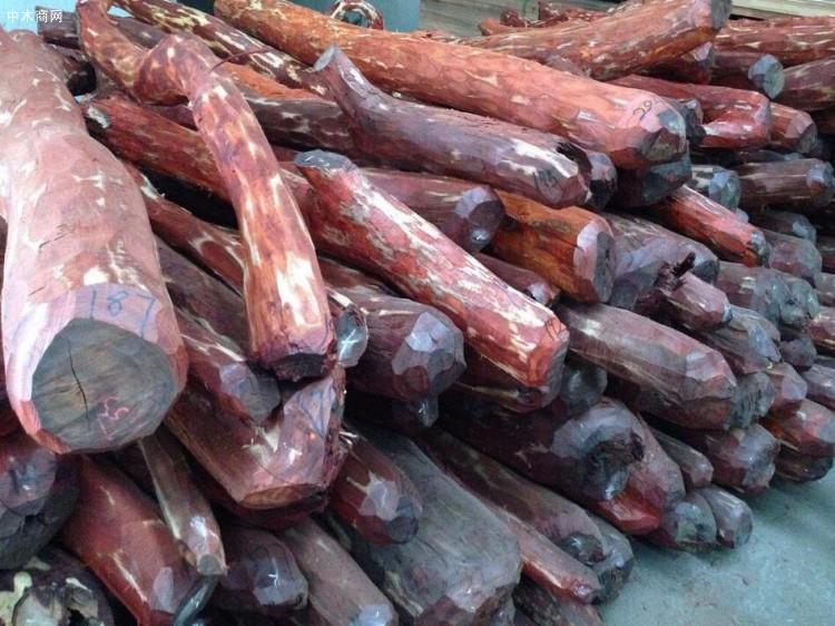 小叶紫檀木有什么优点及木料多少一吨供应