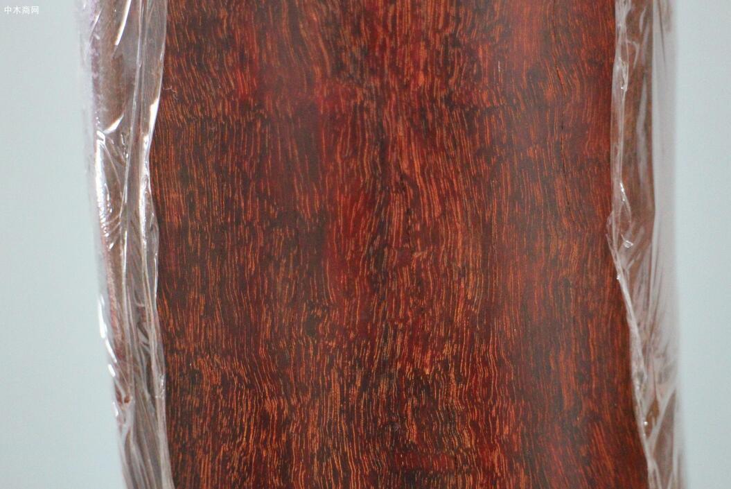 小叶紫檀木有什么优点及木料多少一吨价格