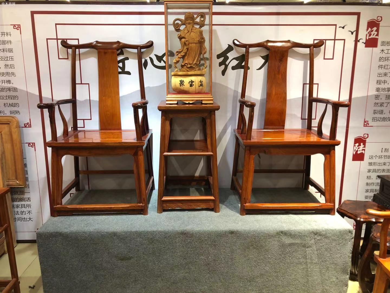 匠心居缅甸花梨官帽椅三件套高清图片
