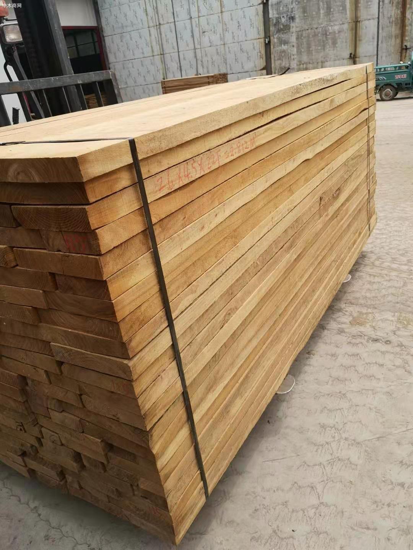 临颍榆木板材高清图片