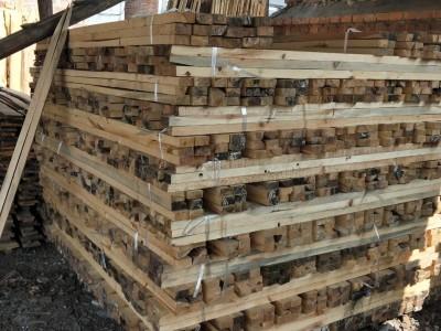 销售各种木材和规格实木板材