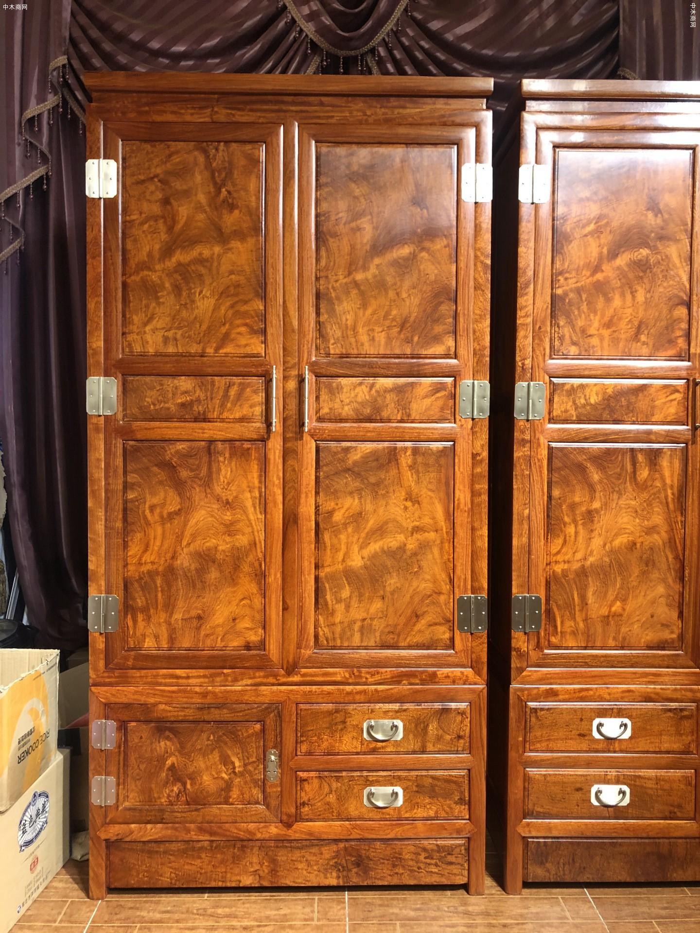 缅甸花梨精工特殊花纹衣柜一对图片